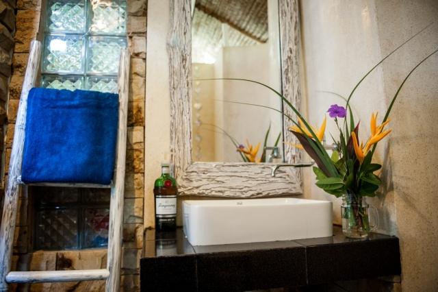 Bathroom with fresh hot & cold water @ Villa Nangka