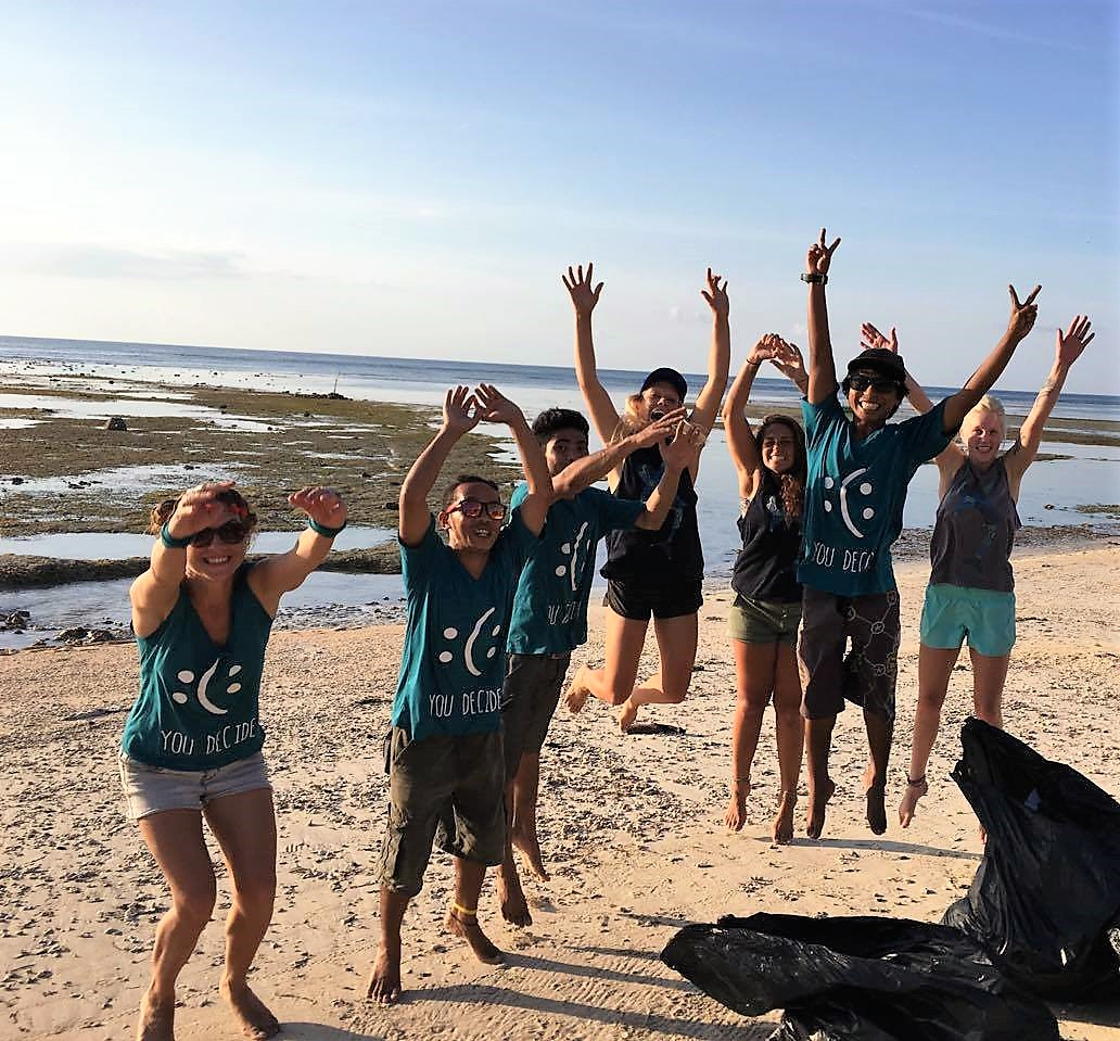 Para sukarelawan di Gili Shark Conservation | Sumber: Villa Nangka