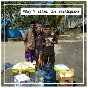 Helping the victims of the earthquake in lombok
